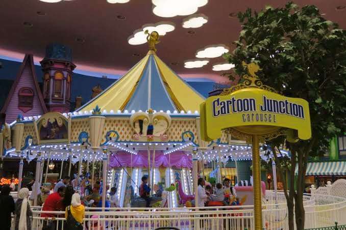 Cartoon Junction Carousel in Warner Bros Abu Dhabi