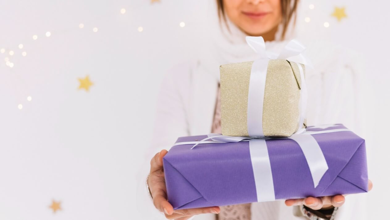 10 Eid gift ideas from 10 different brands<div><span style='color:#a0a0a0;font-size:16px;text-transform:none;line-height:1.1'>Here's what you can gift your dear ones this Eid al Adha.</span></div>