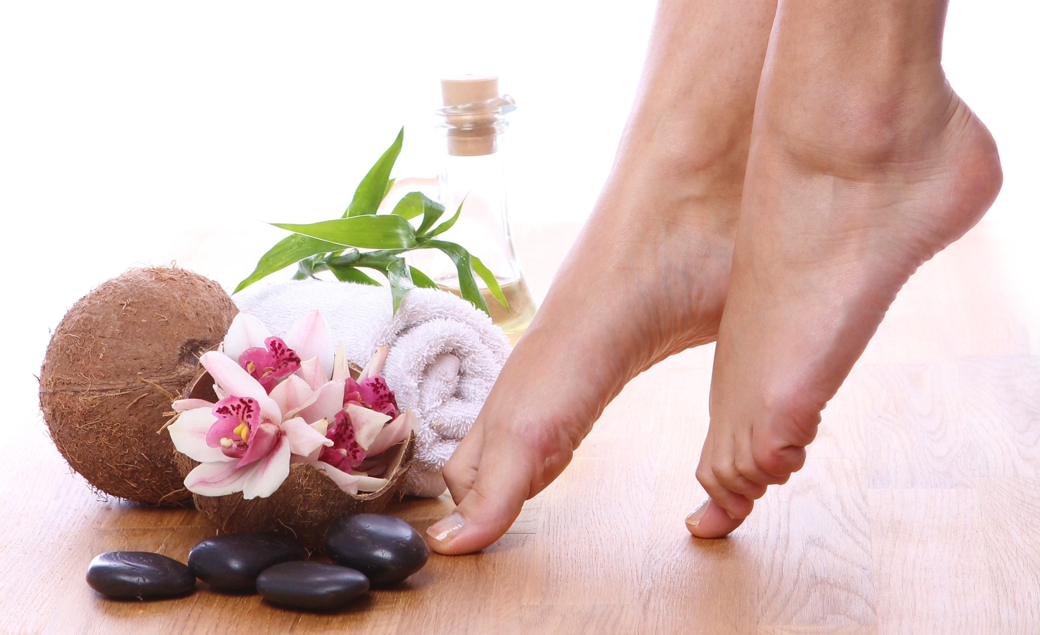 Foot spa at home: Guide to pampering your happy feet<div><span style='color:#a0a0a0;font-size:16px;text-transform:none;line-height:1.1'>Give your feet the love they deserve!</span></div>