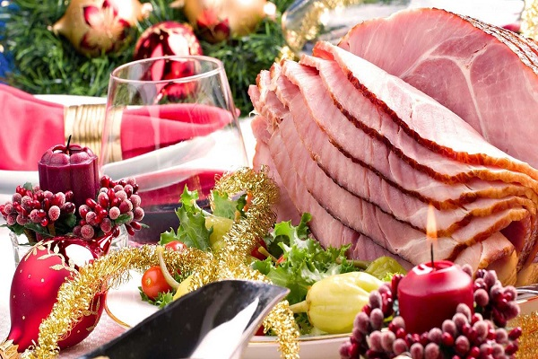 beautiful-scenery-of-foods-for-christmas-dinner