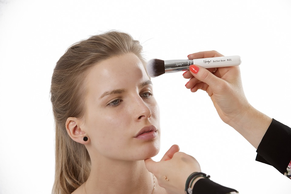 Five tricks that actually work to keep your makeup from melting in Dubai's sweltering heat