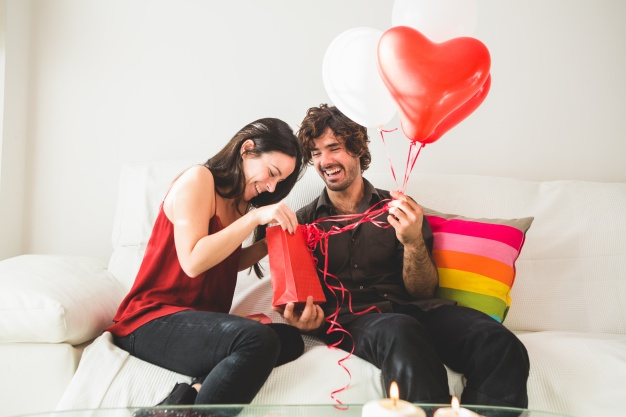 8 unique and creative Valentine's Day gifts she'll absolutely love